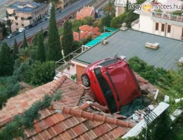 Hihetetlen autós malőrök