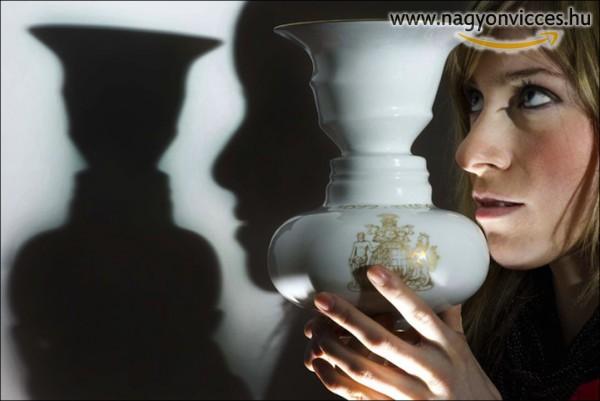 Váza rejtett emberi arccal
