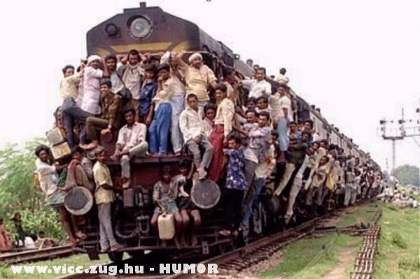 Ülünk a vonaton!