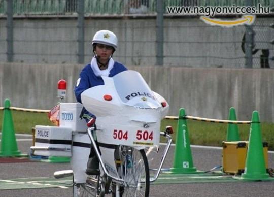Biciklis rendőr