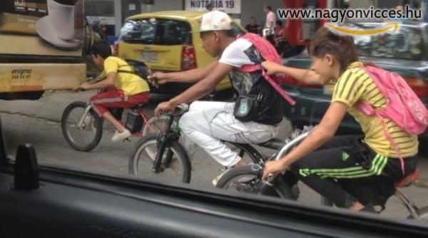 Családi bringázás