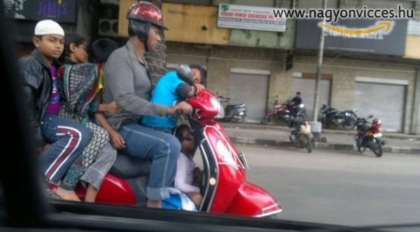 Családi motorozás