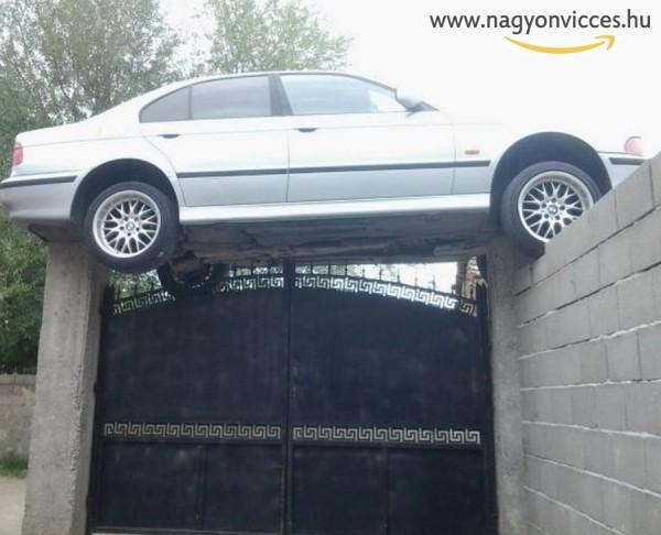 Ez aztán a parkolás