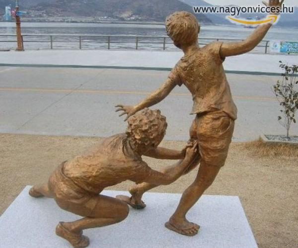 Félreérthető szobor