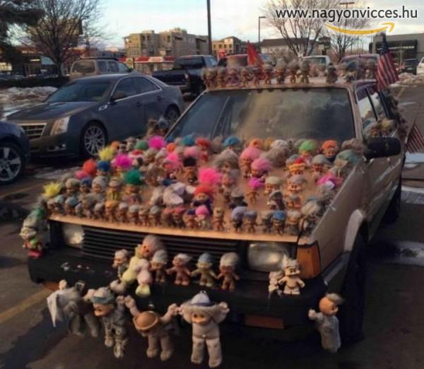 Figurákkal felturbózott autó