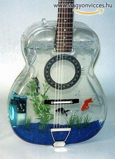 Gitár alakú akvárium