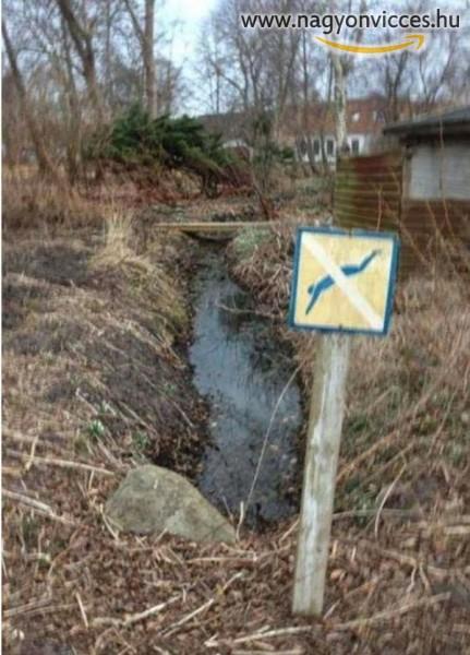 Itt tilos az úszás