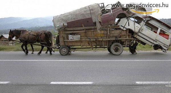 Jól megpakolt lovaskocsi