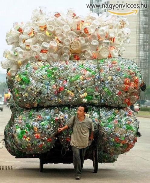 Néhány műanyag üveg