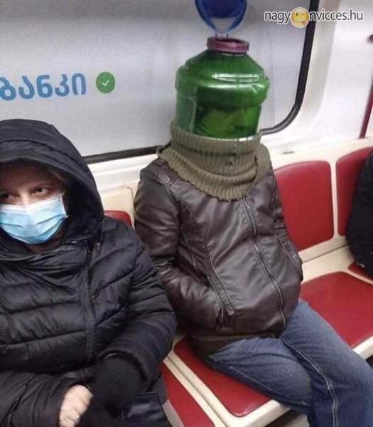 Védőmaszk metróra