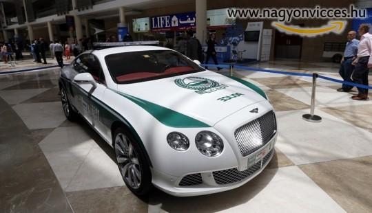 Dubai rendőrautó