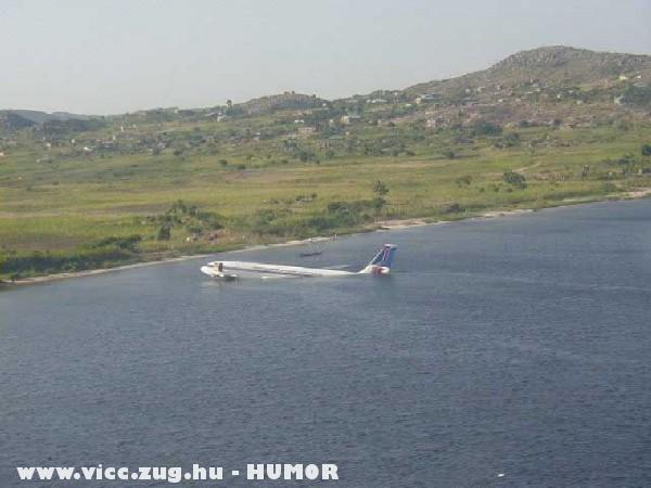 Vizen landolt utasszállitó