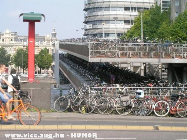 Bicikli parkoló