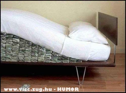 Pénz a matrac alatt