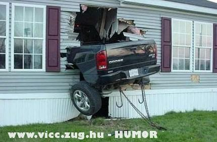 Kocsi a házban!