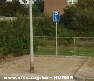 Morgássérült parkoló