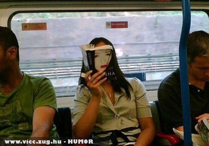 Könyv az arca