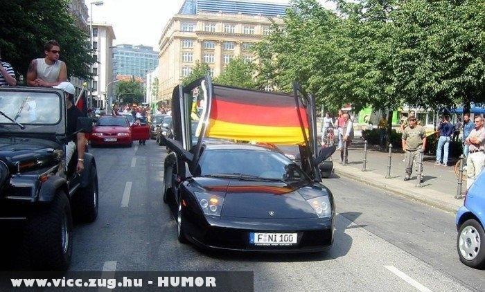 Német szurkoló olasz autoval