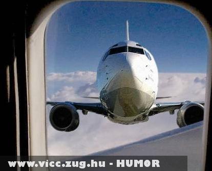 Utolsó pillanat a repülõn!