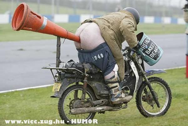 Az elsõ igazi, hibrid motorkerékpár :D
