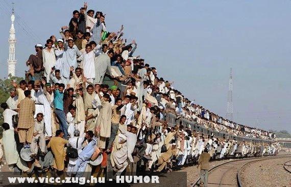 Ülünk és állunk a vonaton :D
