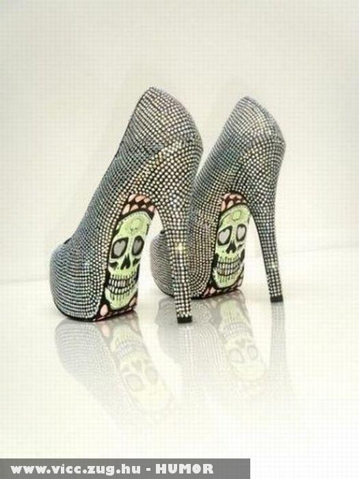 Ez vár rád ,ha meglátod a cipõm talpát