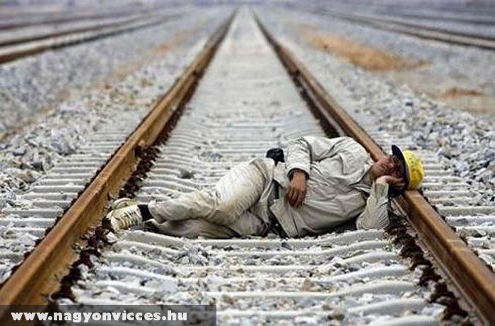 Megpihent a síneken