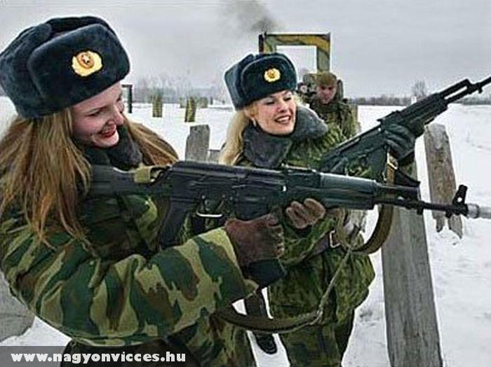 Lányok fegyverrel