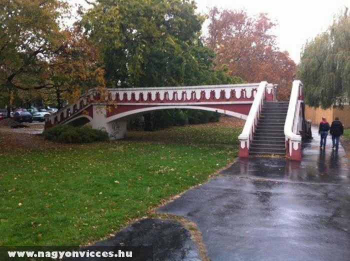 Híd a fû felett