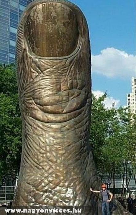 Óriási hüvelykujj