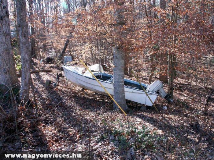 Megrekedt csónak
