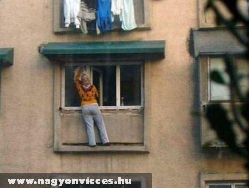 Veszélyes ablakmosás