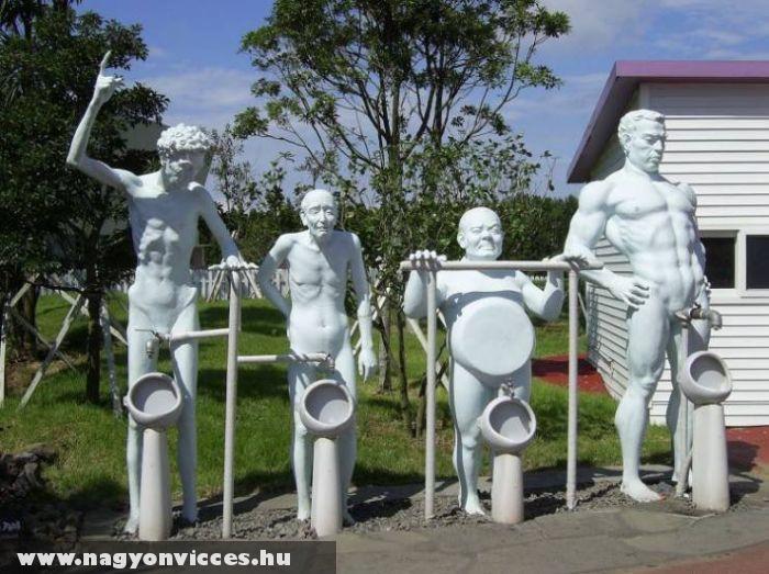Piszoár szobrok