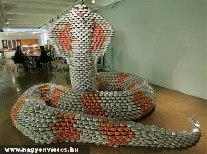 Csörgõkígyó konzervdobozokból