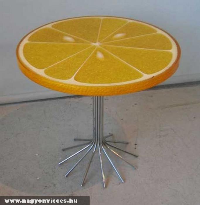 Narancs asztal