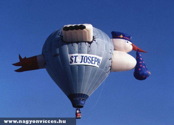 Hõlégballon hozza a kisbabát