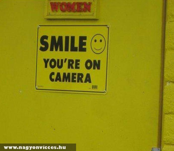 Mosolyogj a kamerába