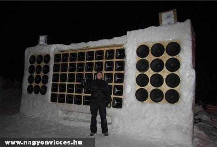 Hangfalak a hóban