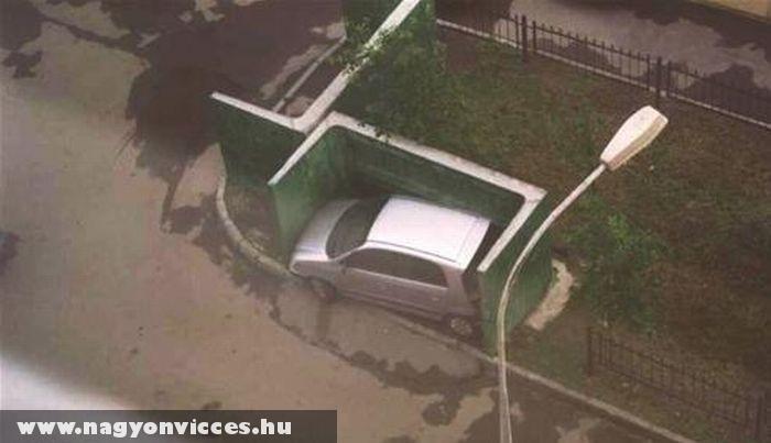 Szûk parkolóhely