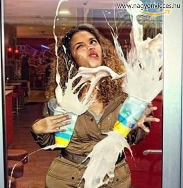 A túl tiszta ajtóüveggel nem számolt a tejes