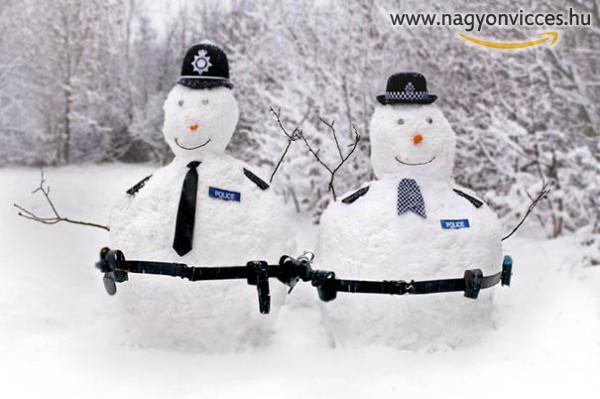 Rendőr hóember