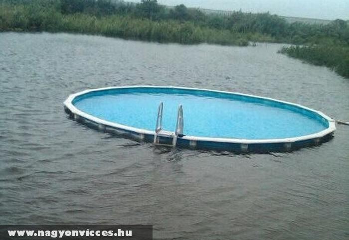 Medence a tóban - klikk!