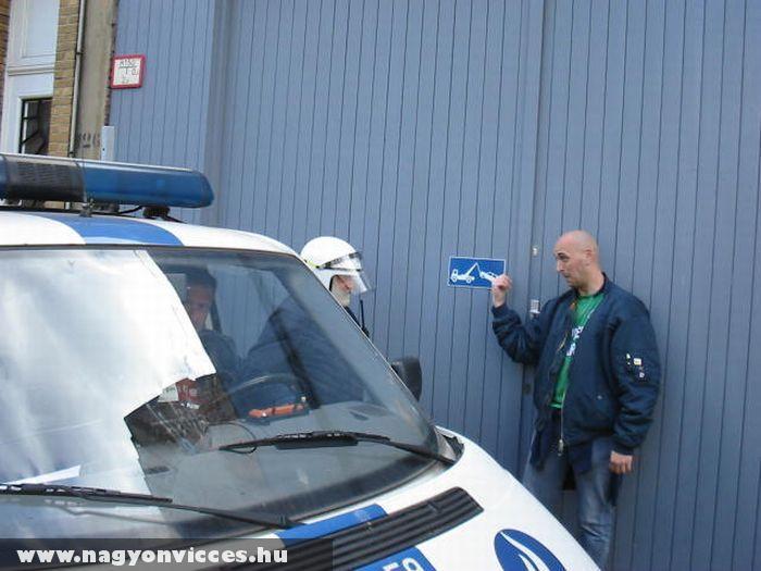 Tilos a parkolás srácok!