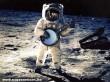 Az elsõ zenélés a Holdon