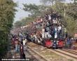 Tömegek a vonaton