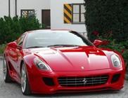 Vadonatúj Ferrari